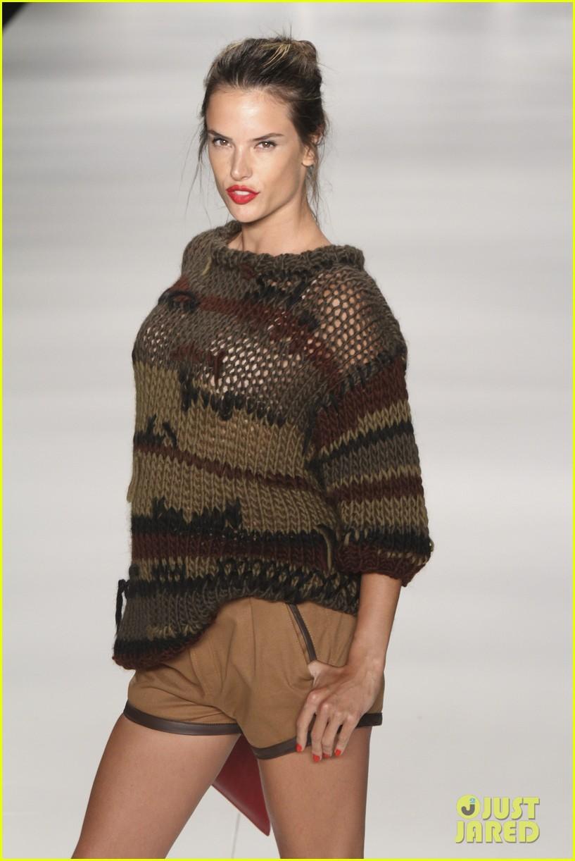 alessandra ambrosio colcci fashion show 242621009