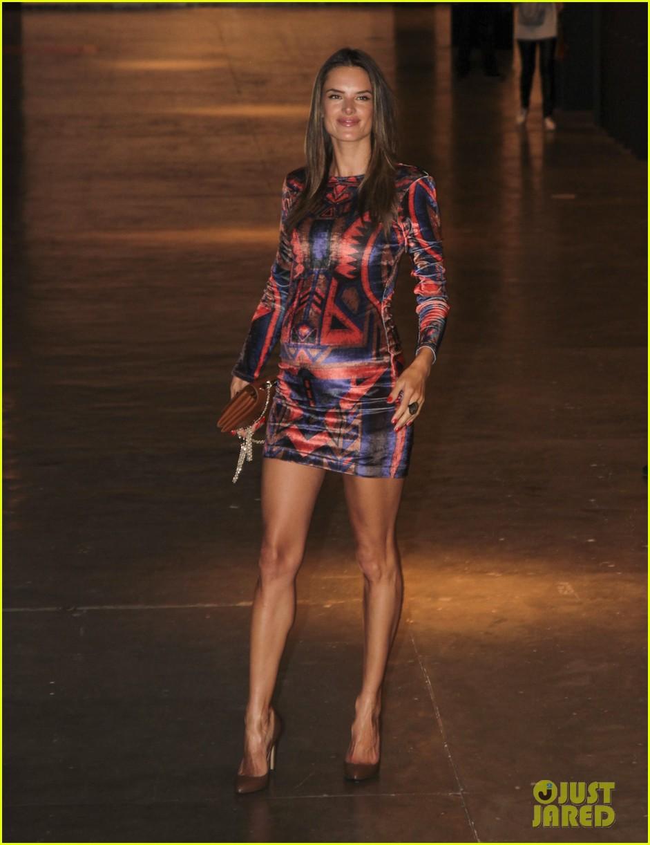 alessandra ambrosio colcci fashion show 29