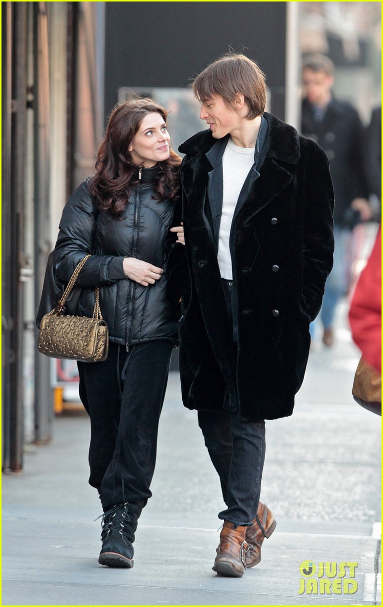 ashley greene reeve carney 042618952