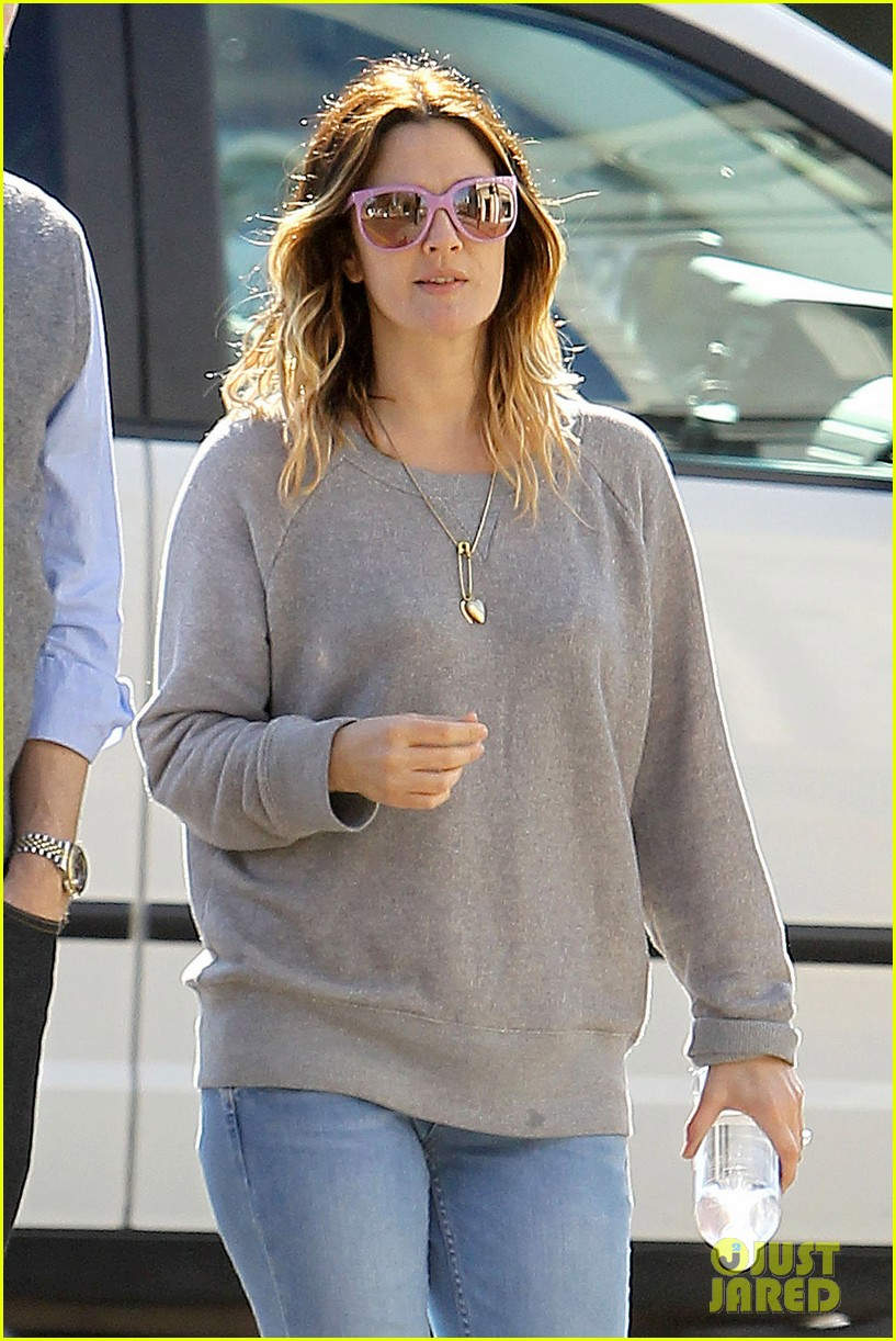 drew barrymore friend starbucks 022619393