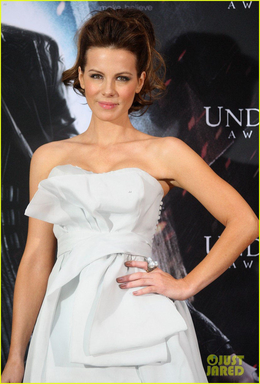 kate beckinsale underworld awakening berlin photo call 012622100