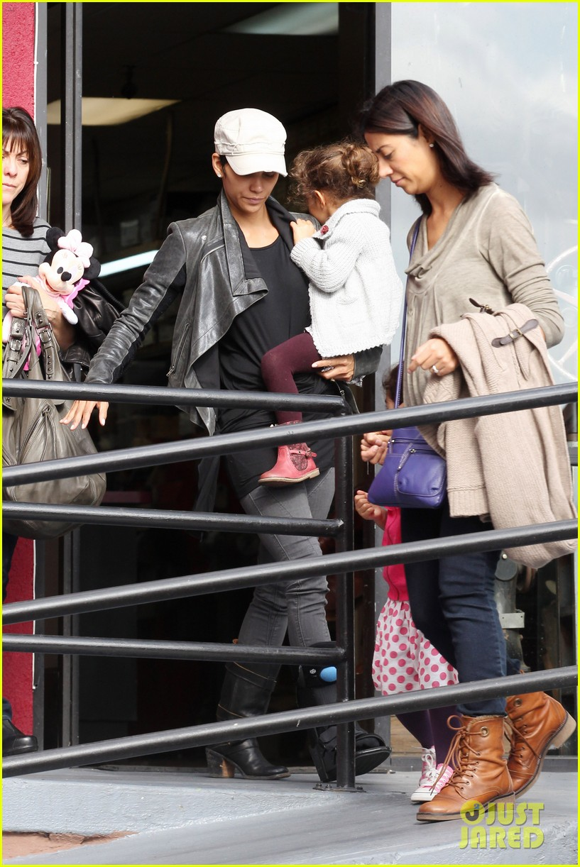 halle berry brunch nahla olivier martinez 032618926