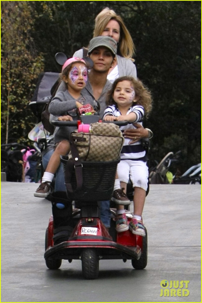 halle berry scooter disneyland 16