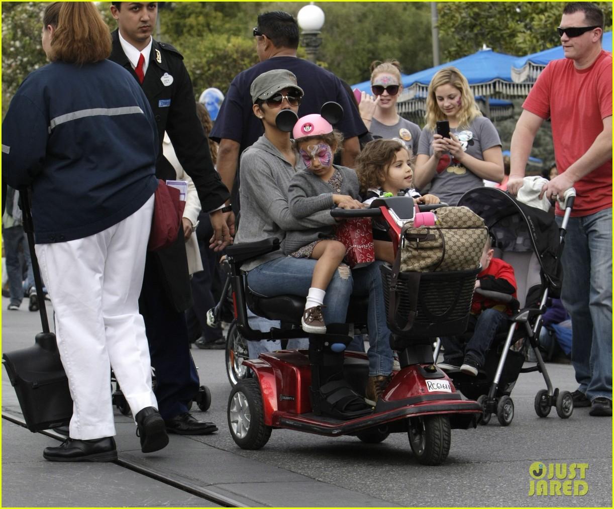 halle berry scooter disneyland 17