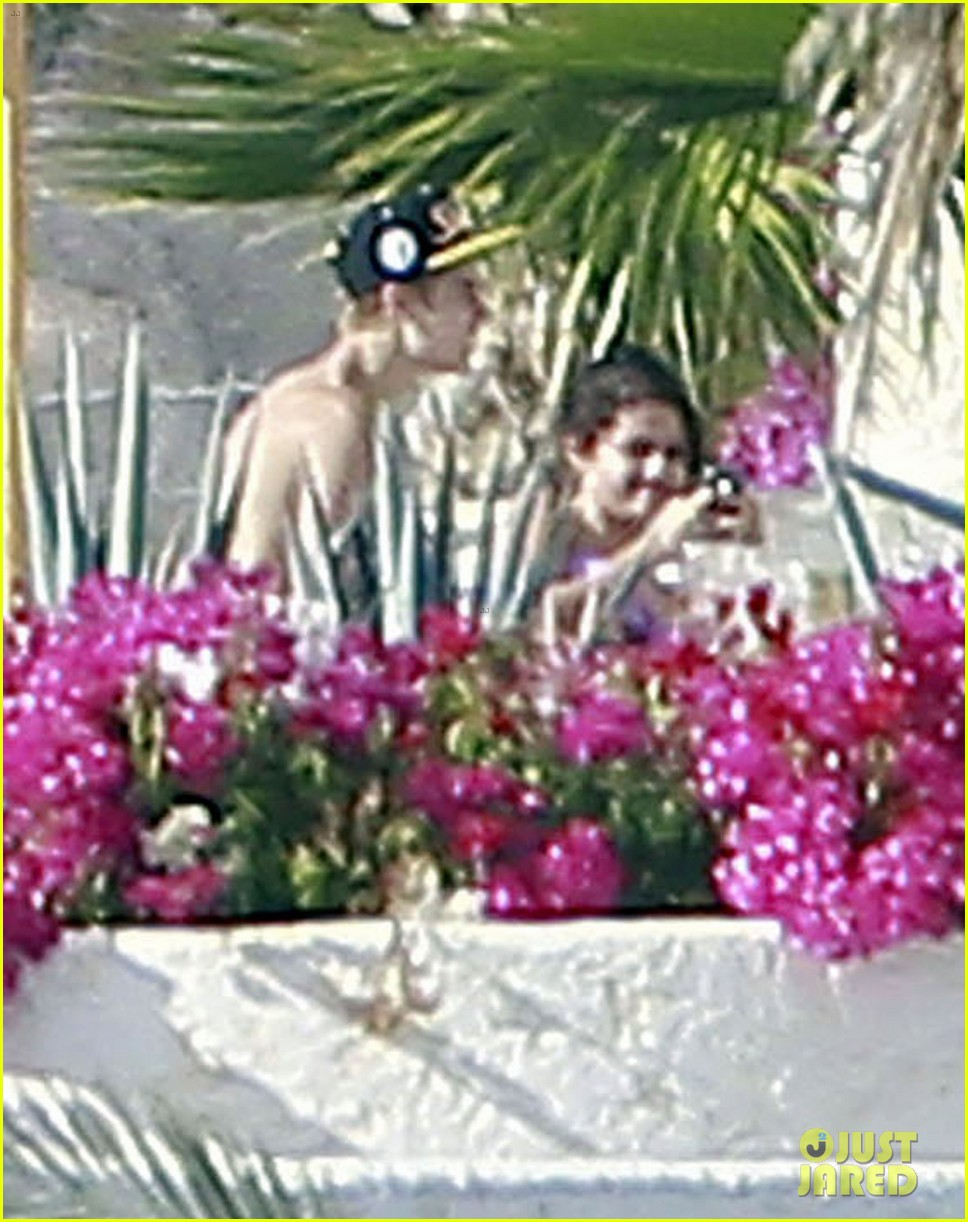 justin bieber shirtless selena gomez 042615494