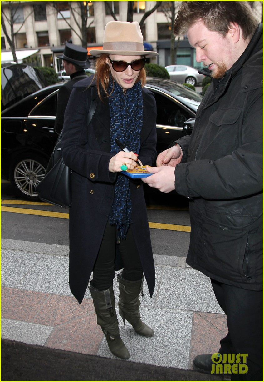 jessica chastain flight paris 052621247