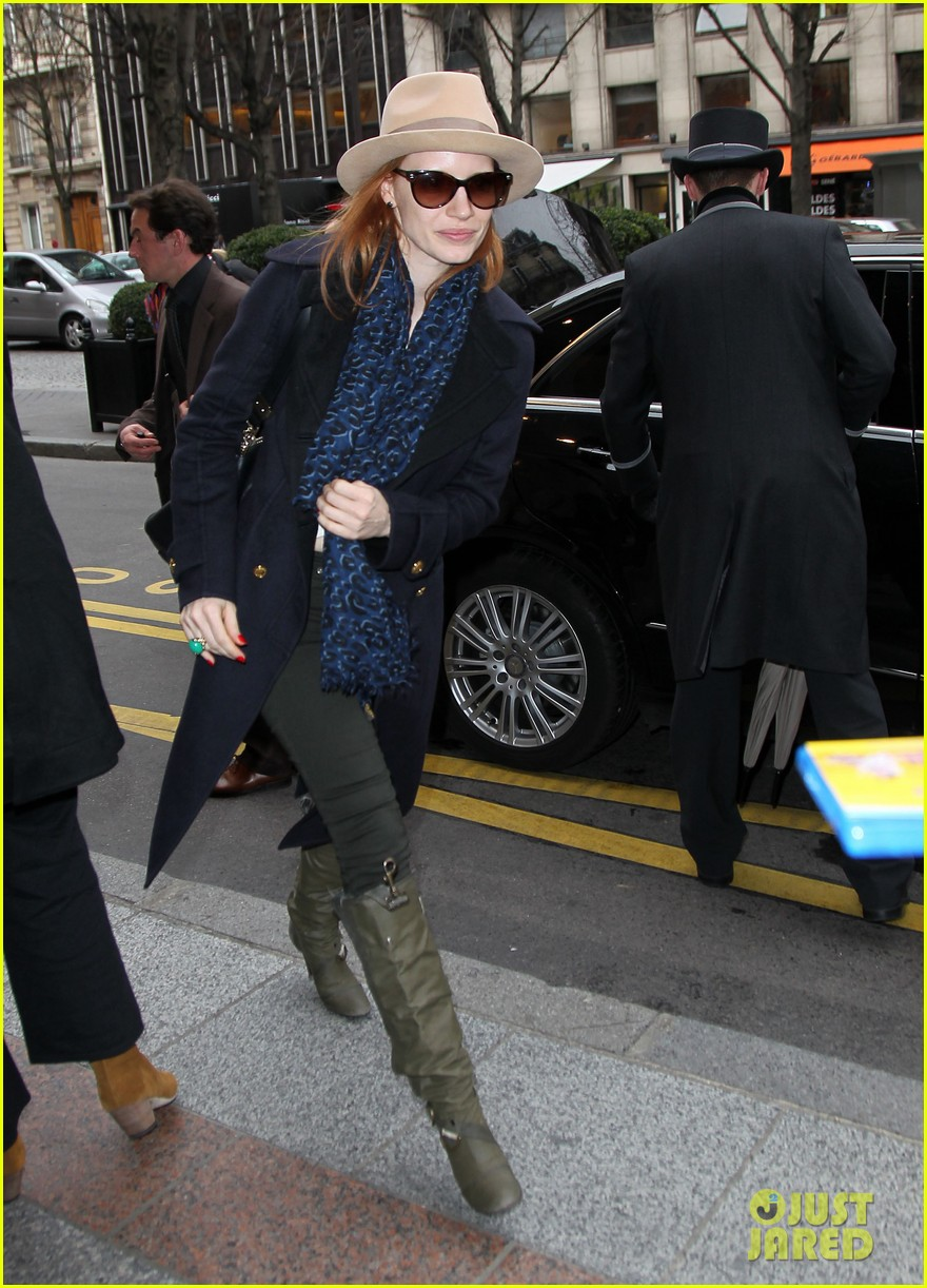 jessica chastain flight paris 07