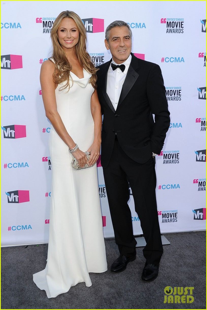 george clooney stacy keibler 2012 critics choice awards 052617021