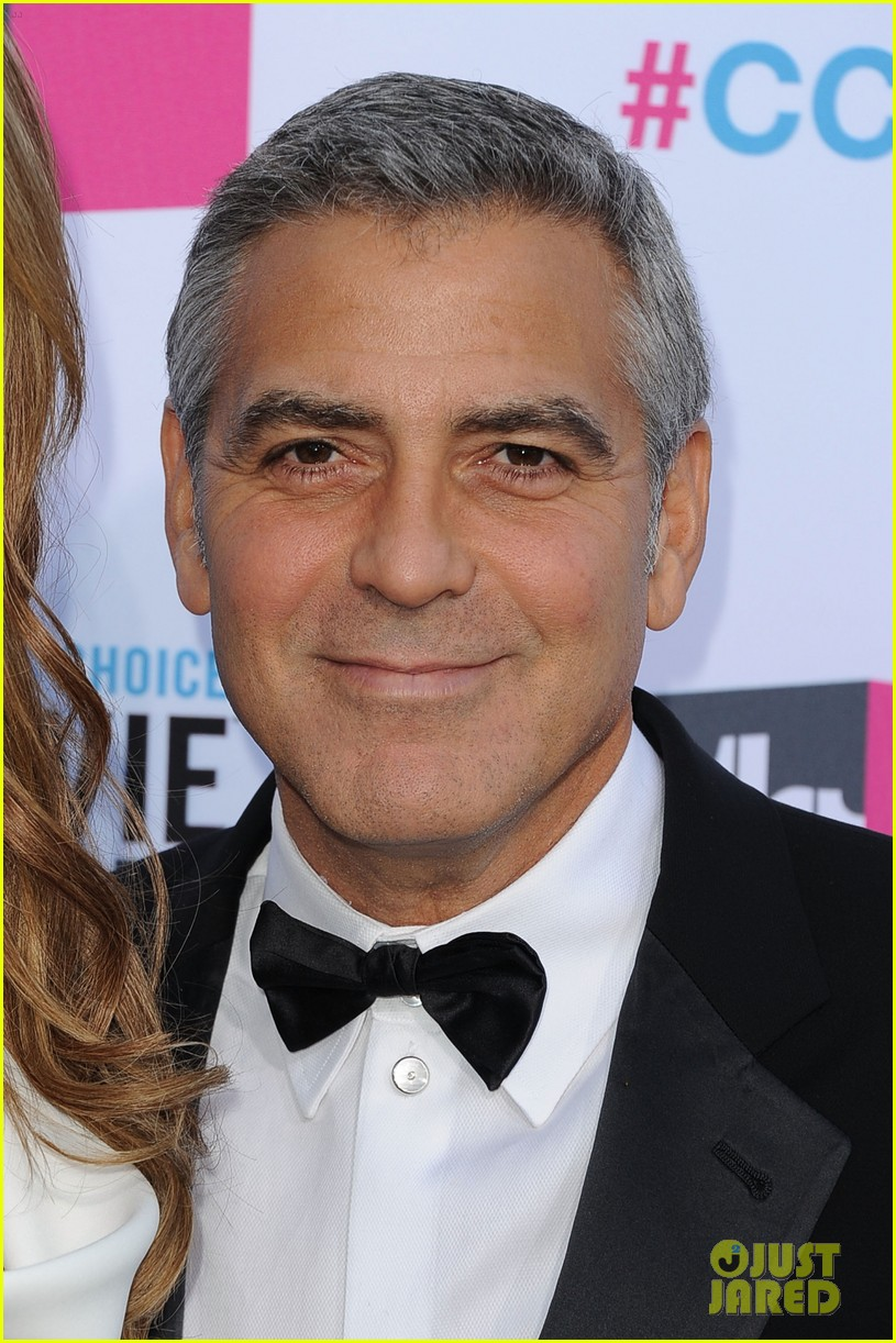 george clooney stacy keibler 2012 critics choice awards 07