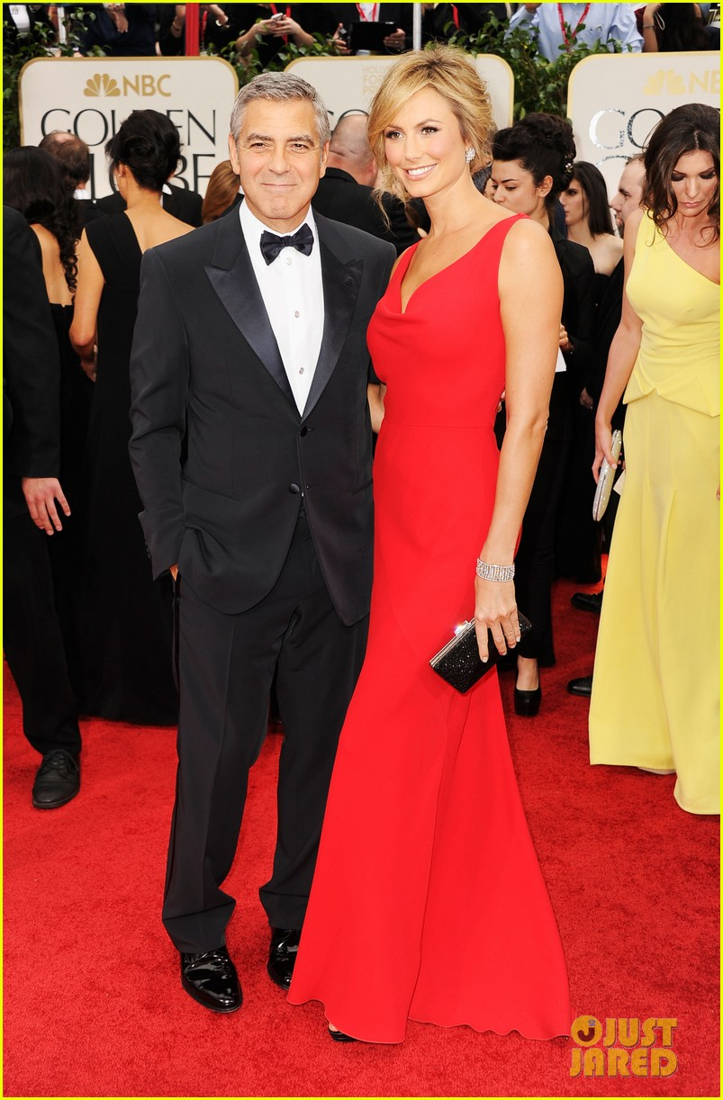 george clooney stacy keibler golden globes 2012 012618363