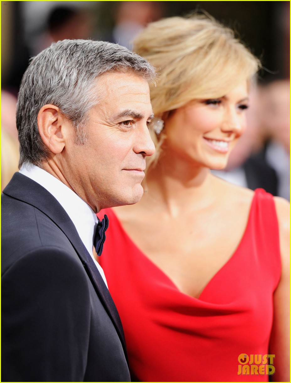 george clooney stacy keibler golden globes 2012 022618364