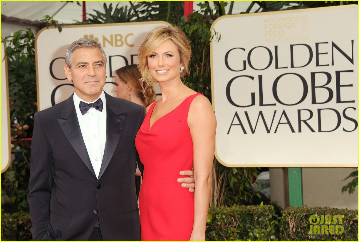 george clooney stacy keibler golden globes 2012 092618371