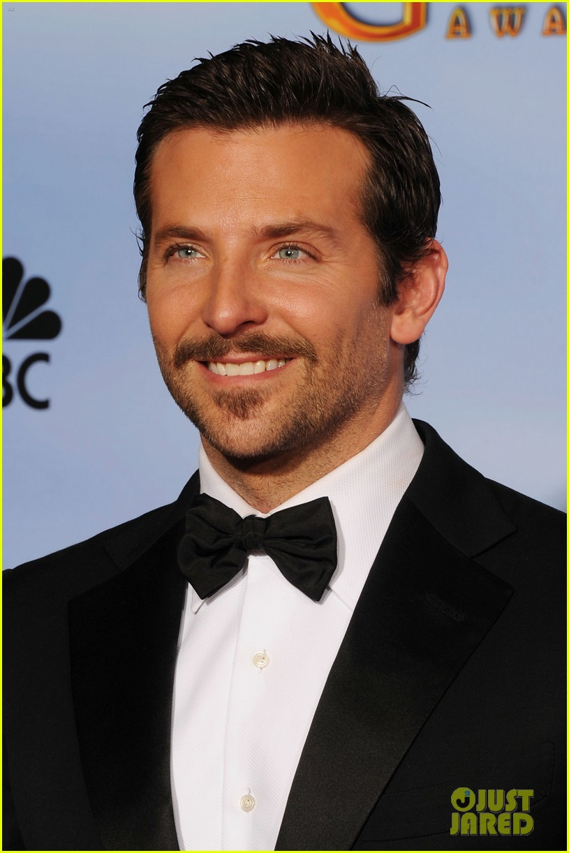 bradley cooper adam levine golden globes 03