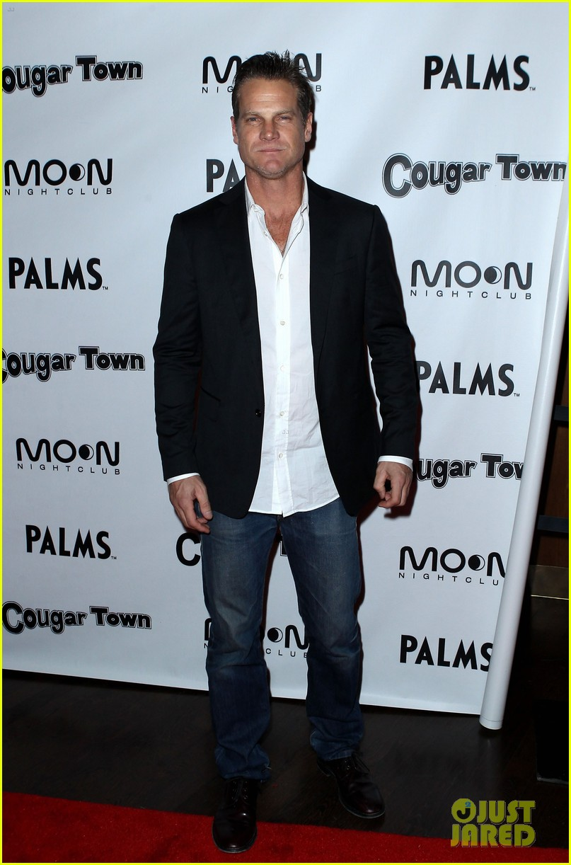 courteney cox cougar town viewing party las vegas 032620800