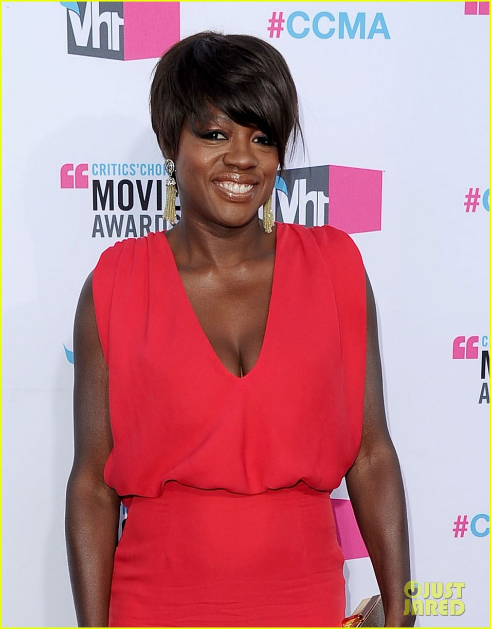 viola davis octavia spencer 2012 critics choice awards 10