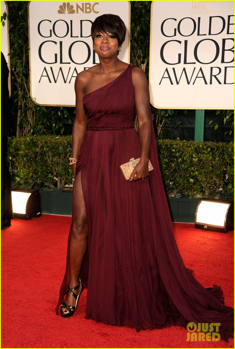 viola davis 2012 golden globes red carpet 01