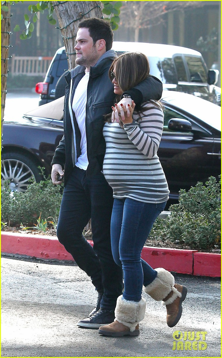 hilary duff starbucks mike comrie 04