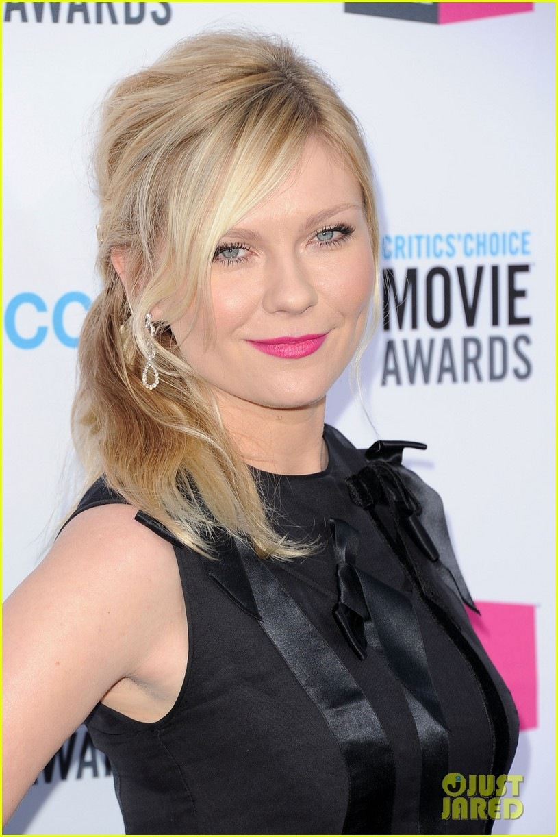 kirsten dunst 2012 critics choice awards 10