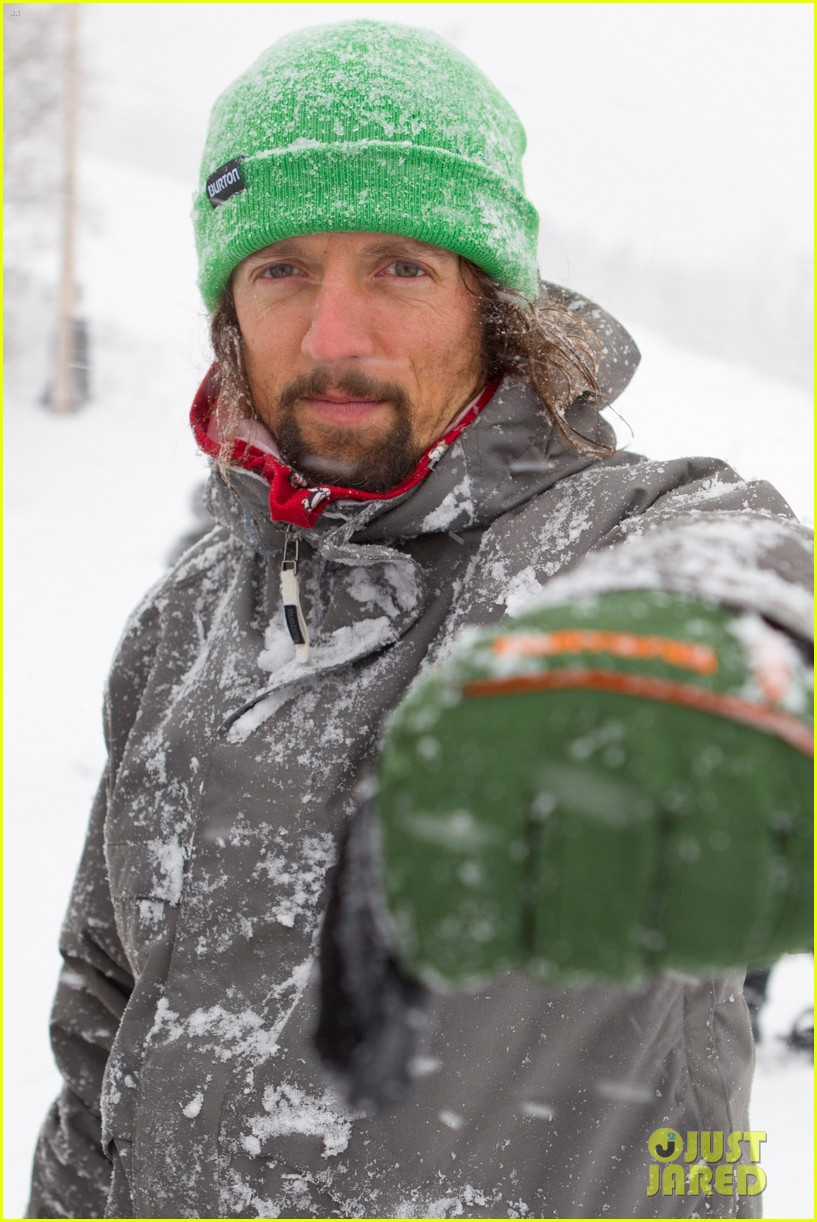 emma roberts burton snowboarding 012620835