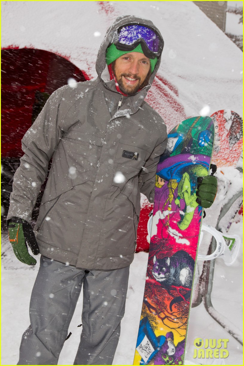 emma roberts burton snowboarding 042620838