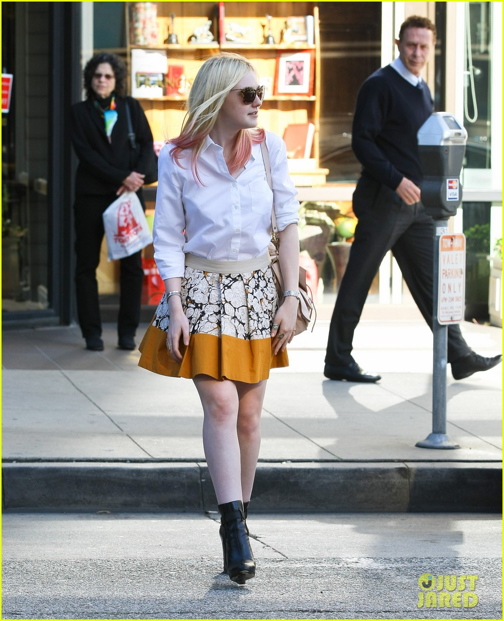 dakota fanning hot pink hair 112619274