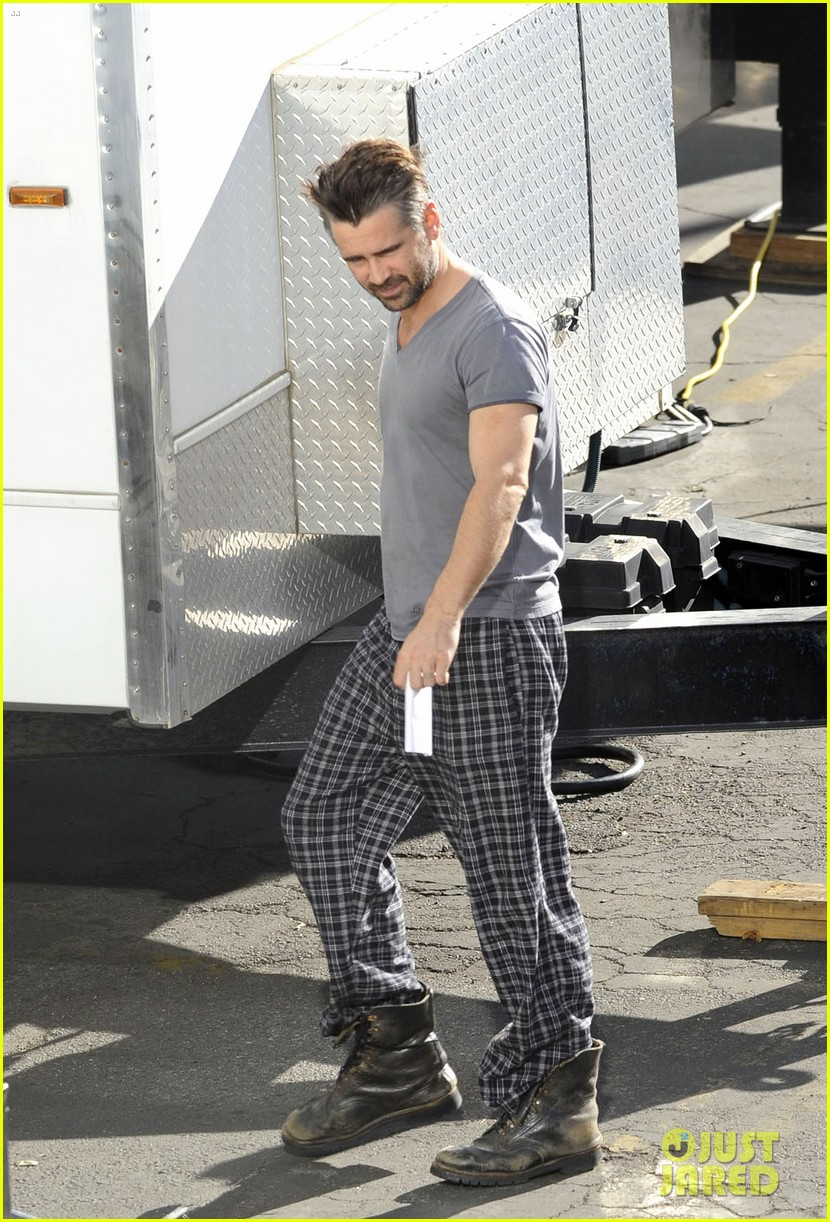 colin farrell pajamas on seven psychopaths set 012614384