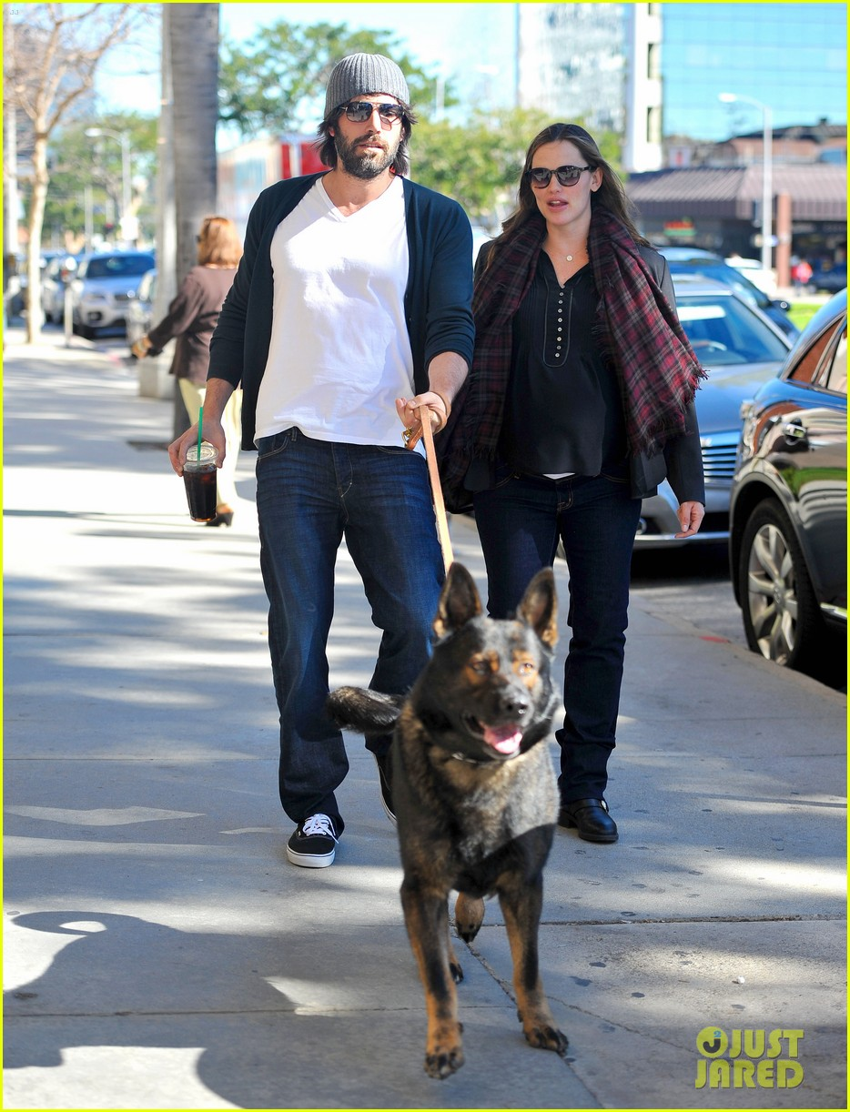 jennifer garner ben affleck dog walking duo 03