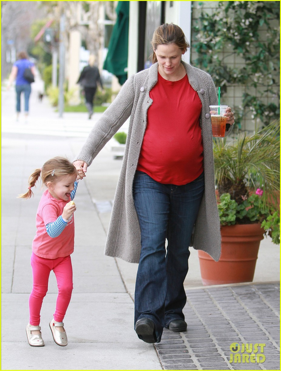 jennifer garner baby bump keeps growing 11