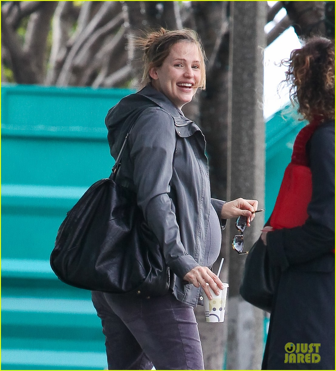 jennifer garner pregnant errands ben affleck walking dog 122621531