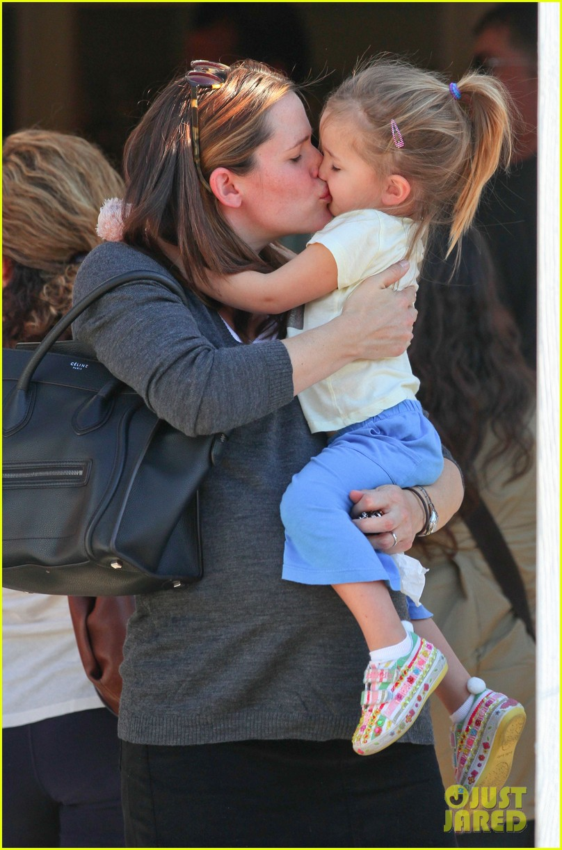 jennifer garner smooches seraphina 022614506