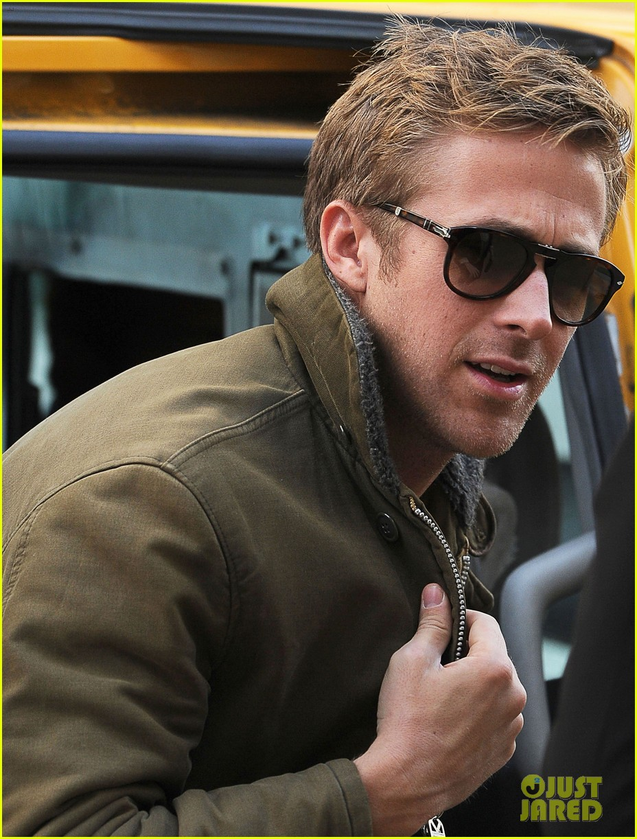 ryan gosling eva mendes day out in new york 08
