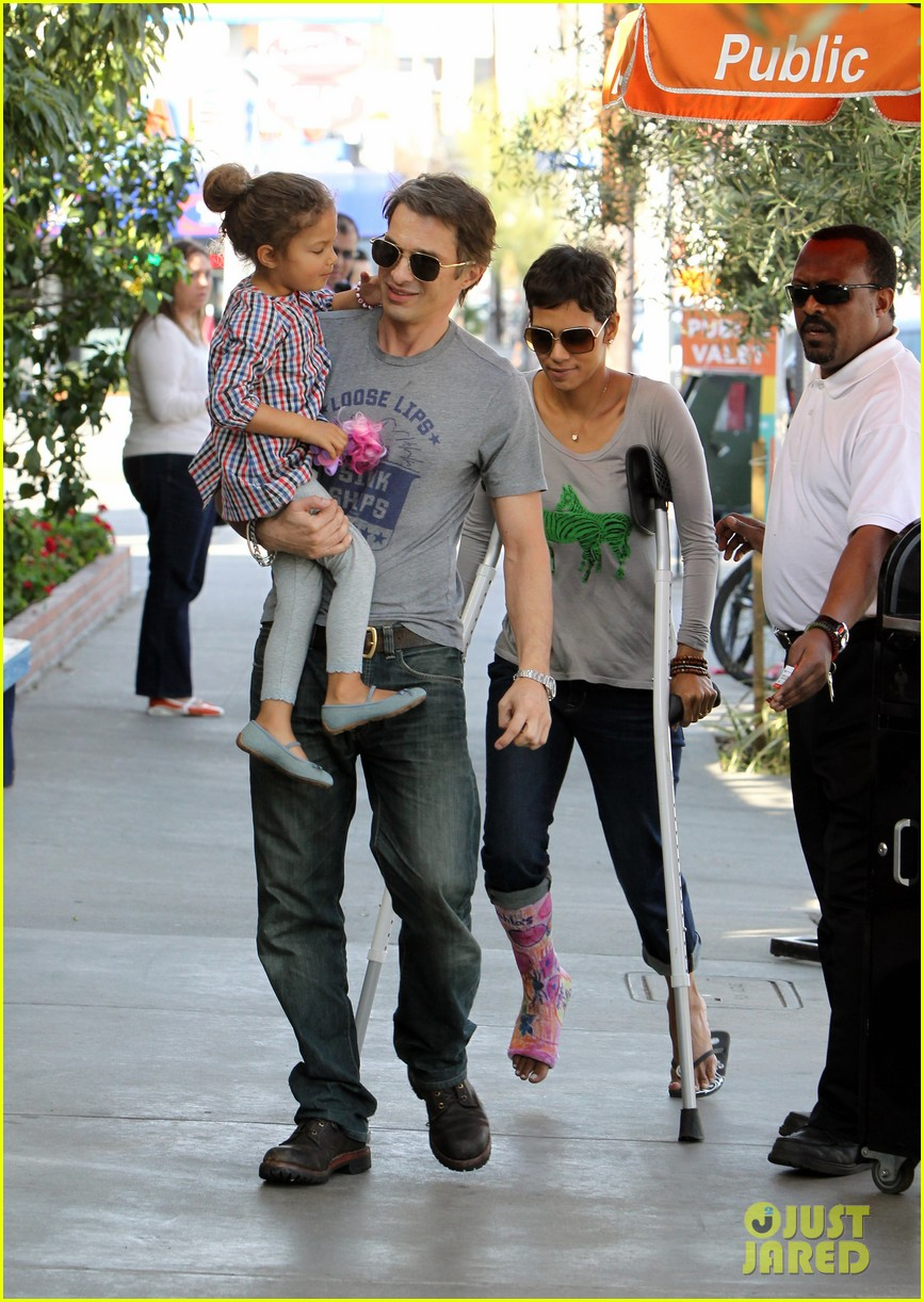 halle berry crutches olivier martinez nahla lunch 022623306