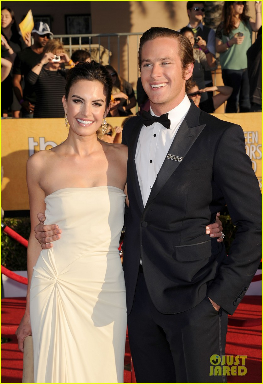 armie hammer elizabeth chambers sag awards 2012 05