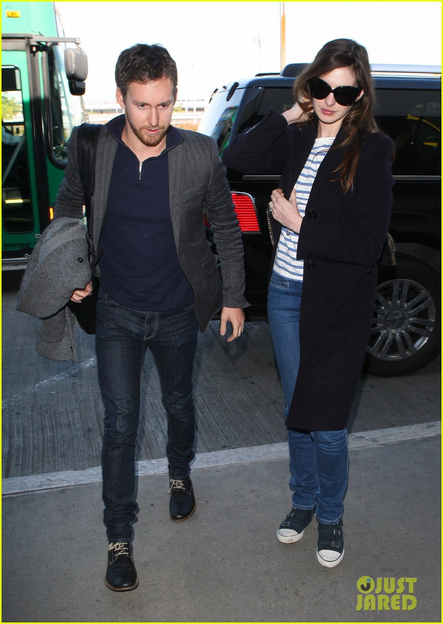 anne hathaway adam shulman depart lax 07