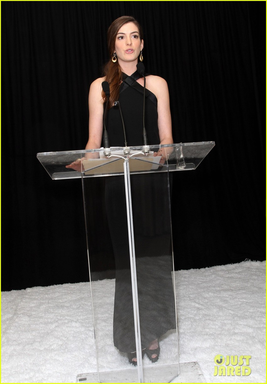 anne hathaway rachel zoe l a lgbt center benefit 15