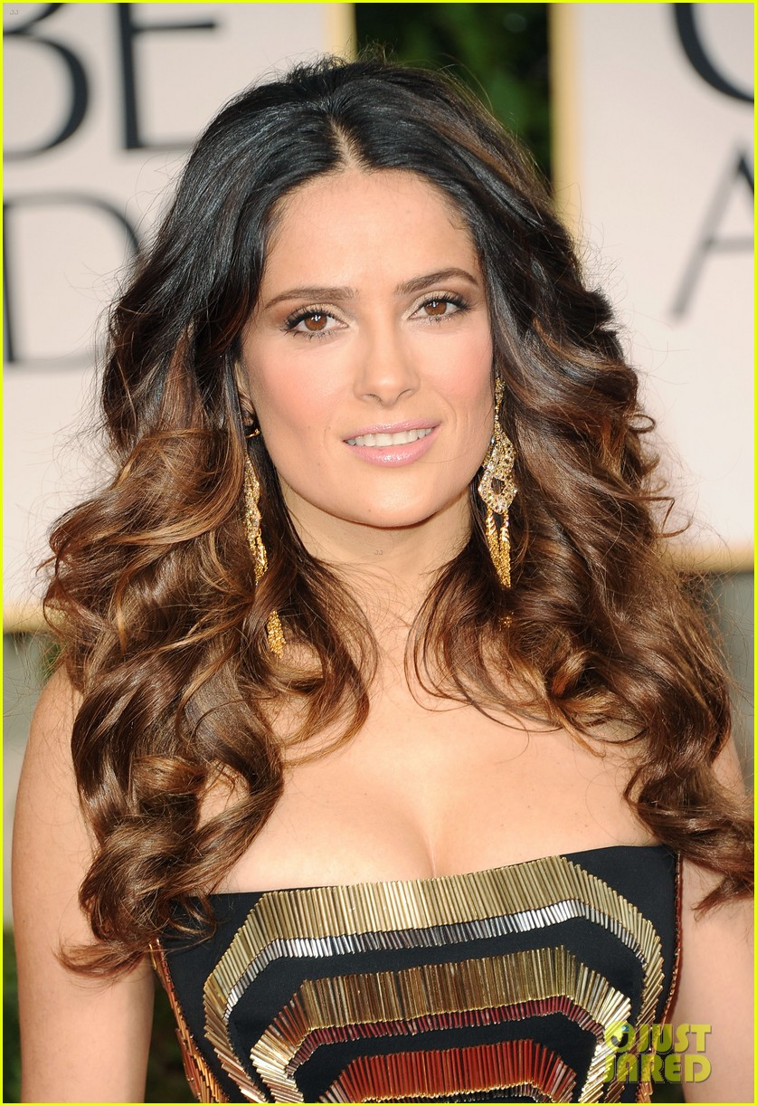 salma hayek 2012 golden globes red carpet 02
