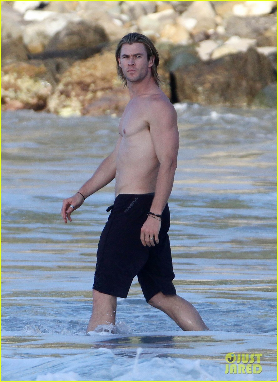 chris hemsworth elsa pataky vacation damons 012619868
