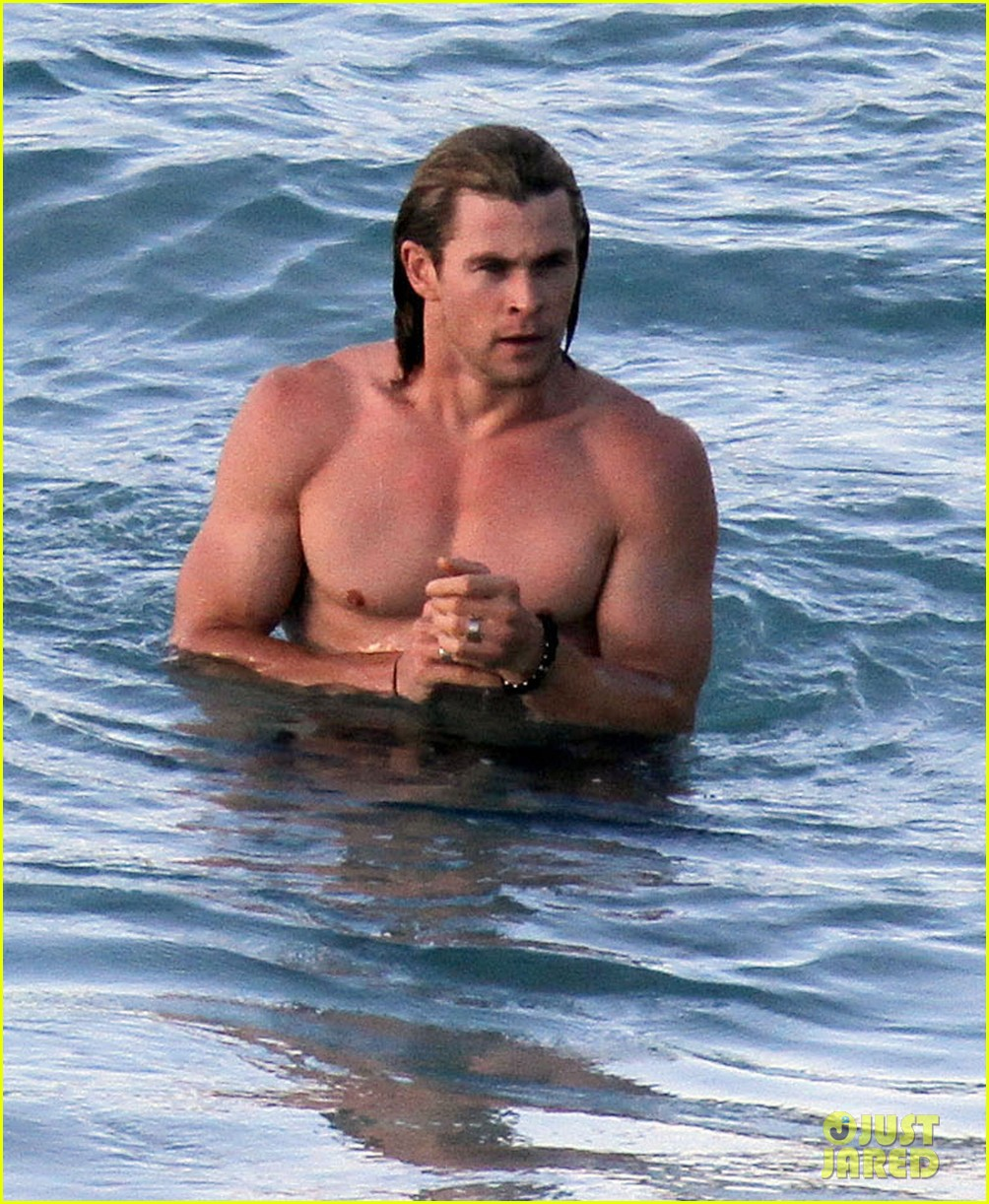 chris hemsworth elsa pataky vacation damons 04