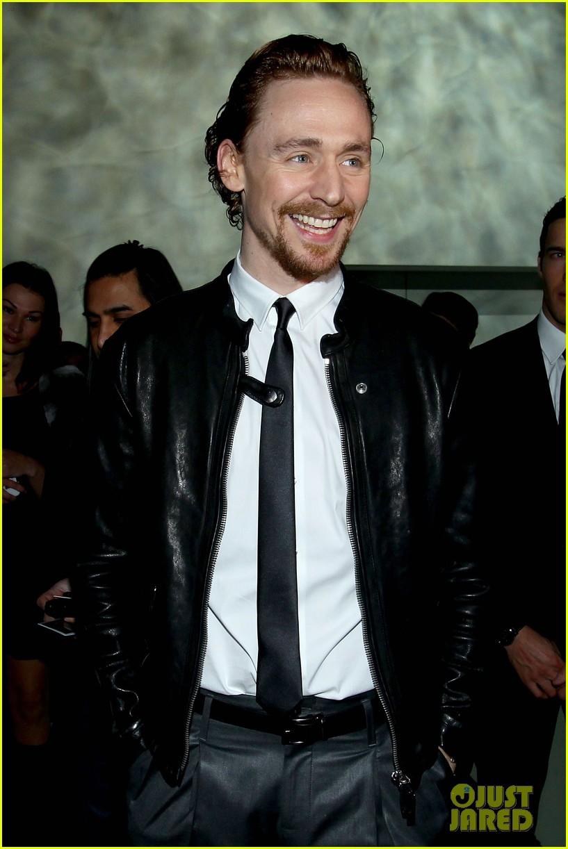 tom hiddleston armani fashion show 022617935