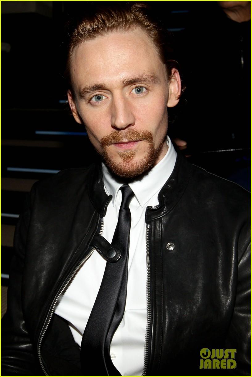 tom hiddleston armani fashion show 032617936