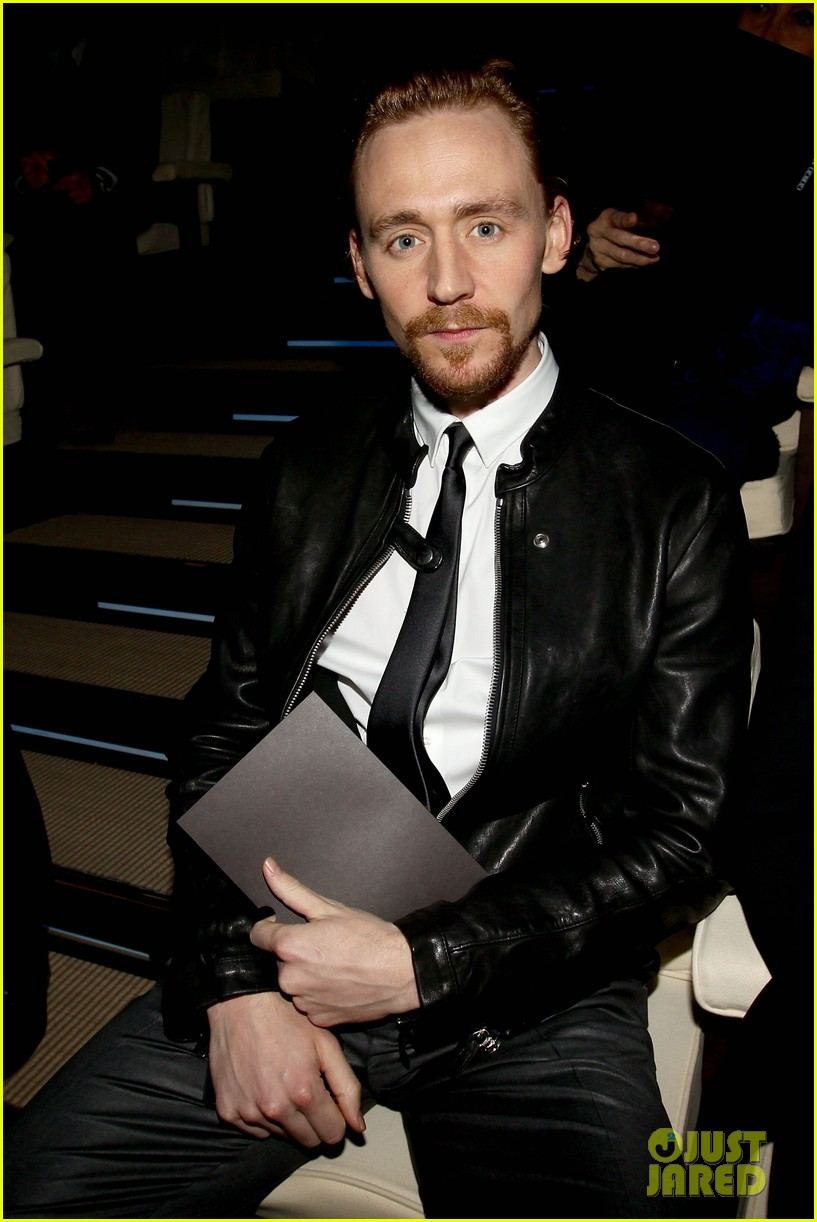 tom hiddleston armani fashion show 042617937
