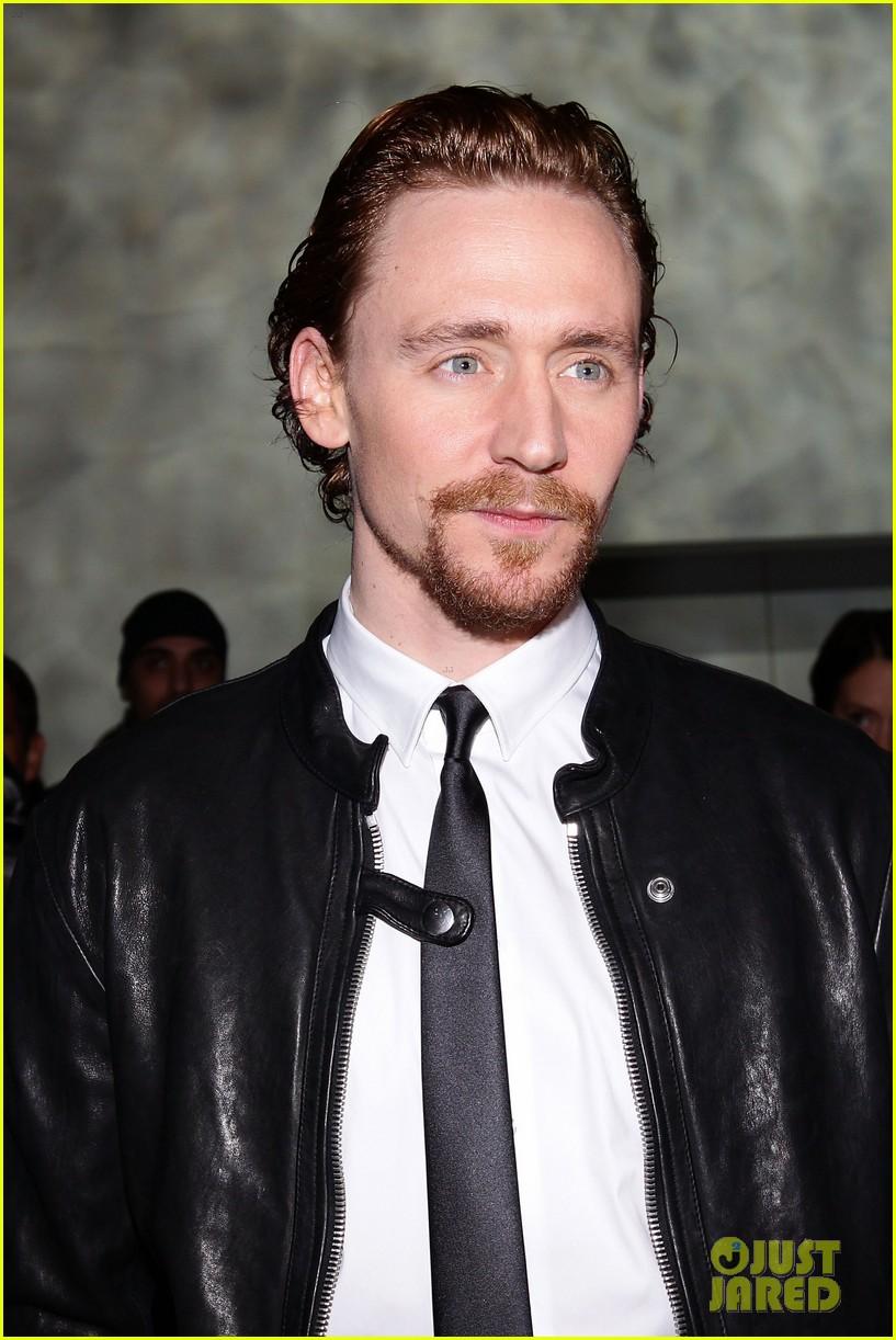 tom hiddleston armani fashion show 052617938