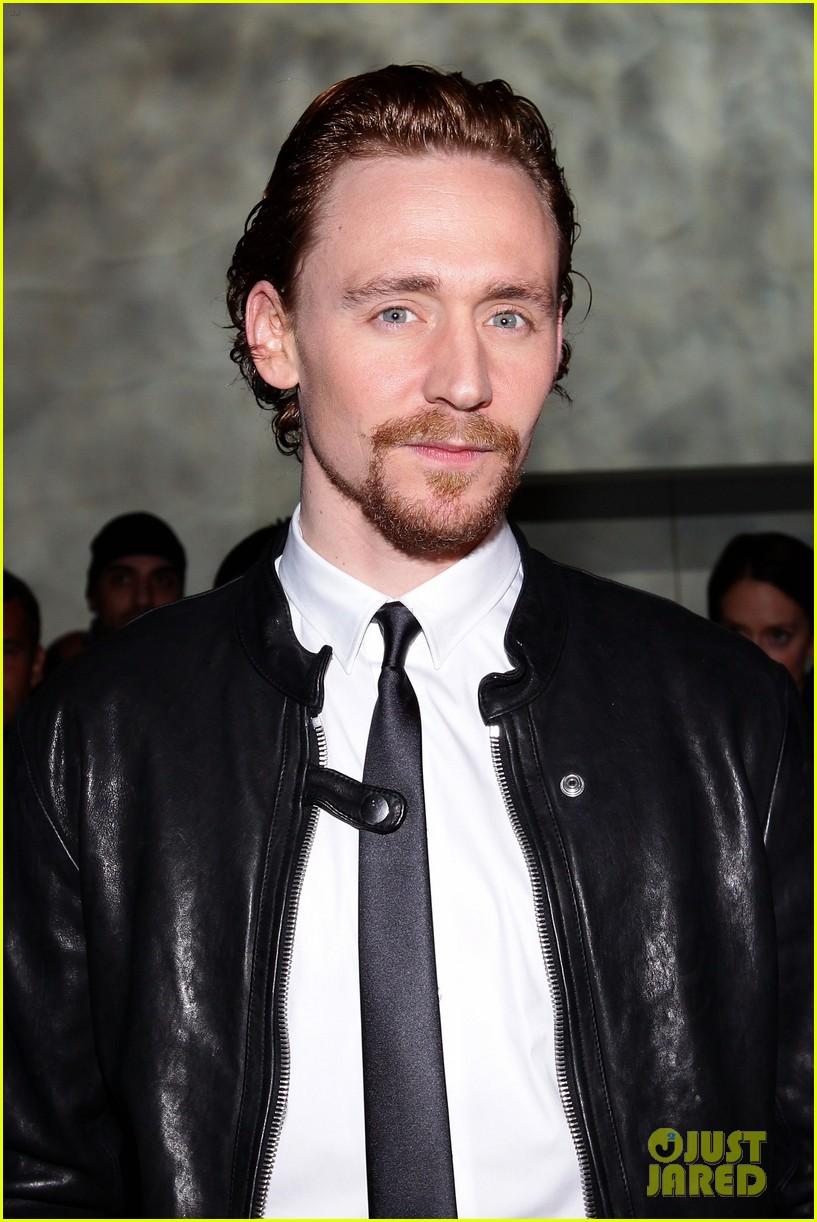 tom hiddleston armani fashion show 062617939