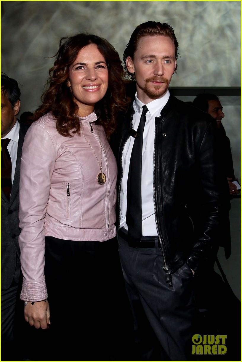 tom hiddleston armani fashion show 072617940