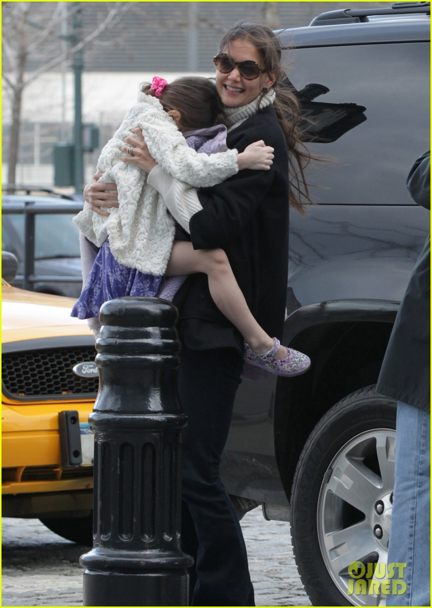 katie holmes chelsea piers with suri 092617371