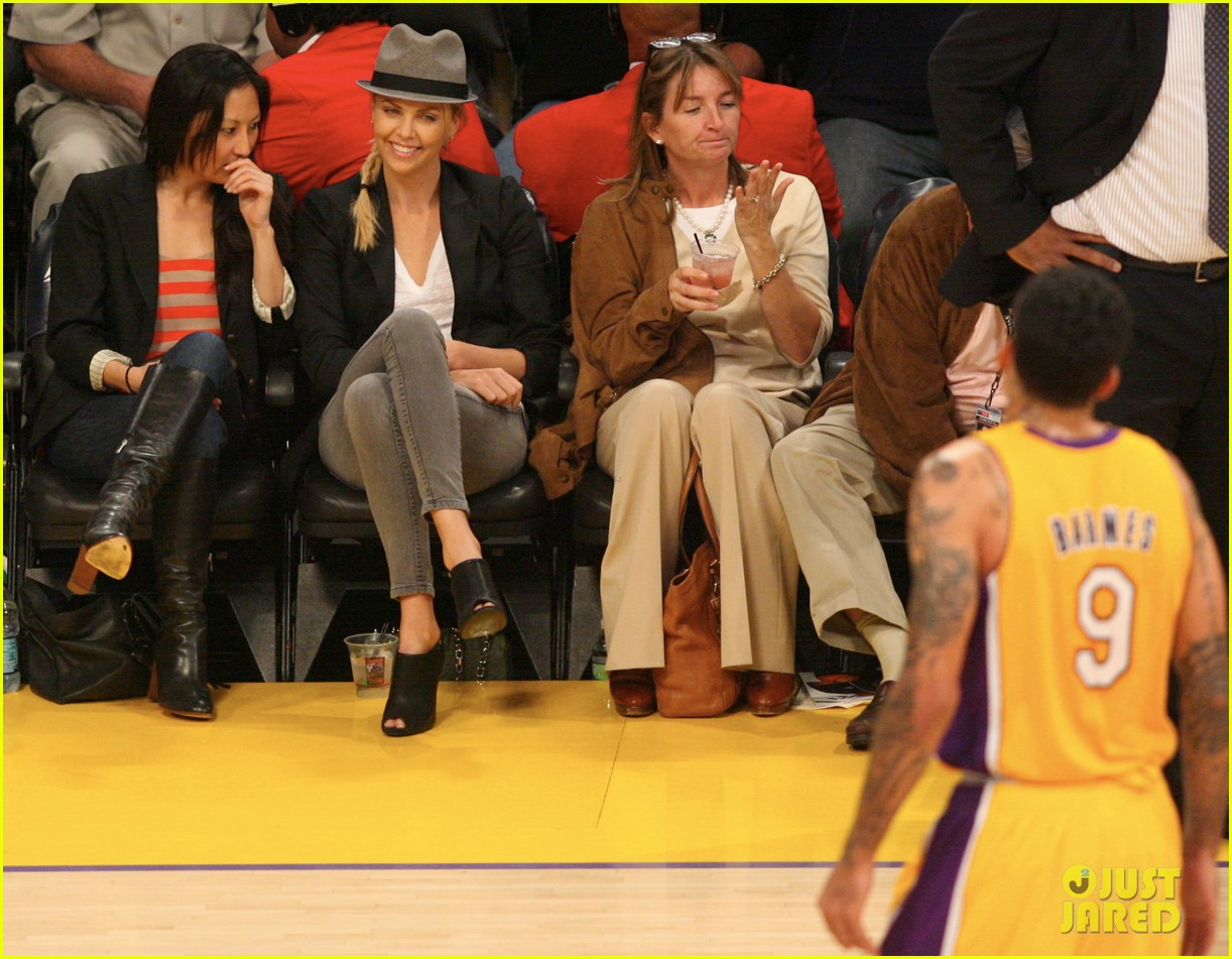 vanessa hudgens austin butler lakers kiss nicole richie tca 04