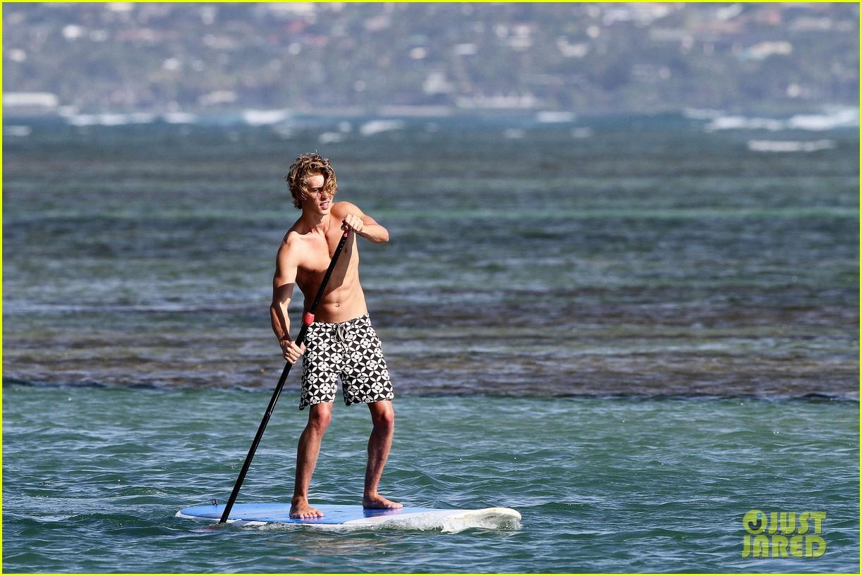vanessa hudgens austin butler paddleboard 082620333