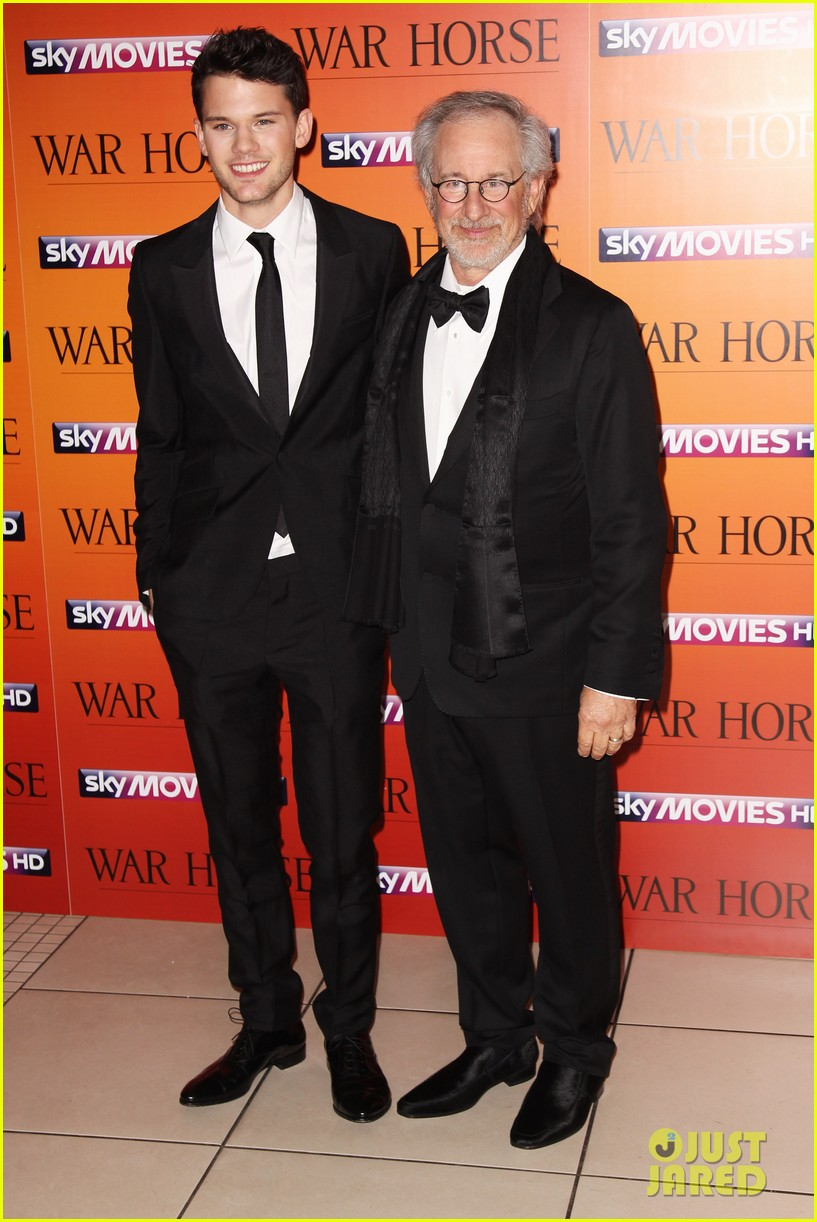 jeremy irvine tom hiddleston war horse uk 032615681