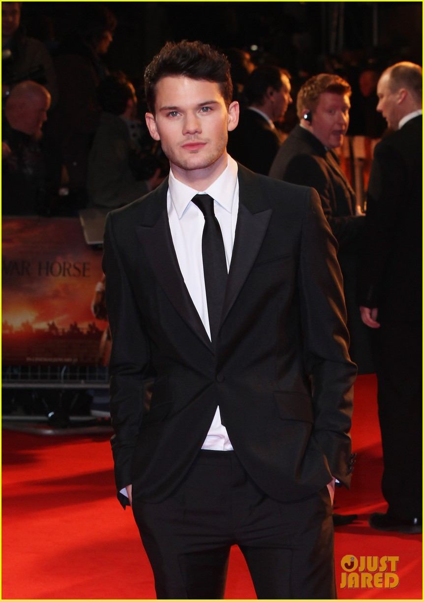 jeremy irvine tom hiddleston war horse uk 072615685