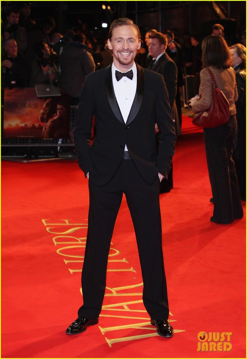 jeremy irvine tom hiddleston war horse uk 09